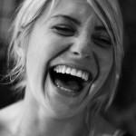 La vraie liberté c'est de rire sans tousser - Girl Laughing - CC - Ashley Web - Flickr.com